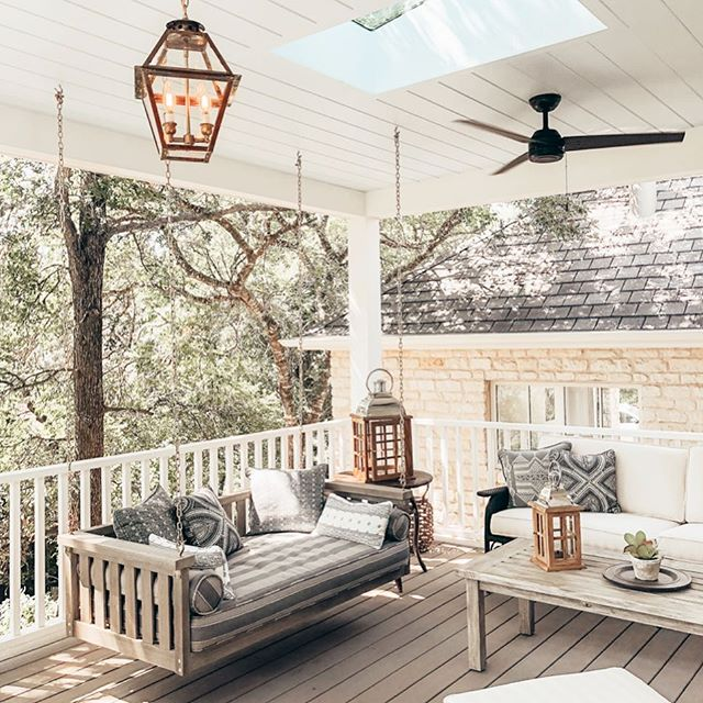 Up on the blog, I talk about my time in Austin, TX for the @hunterfanco trip! It was a jam packed trip, and my favorite was touring the @southernlivingmag Idea House! Look at this back porch designed by @meredithellis 😍 Click on the link in my profile for the blog post! Lots of pictures there!!